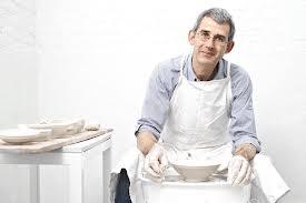 De Waal al lavoro come ceramista