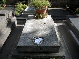 La tomba di Duras nel cimitero di Montparnasse