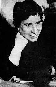 Una giovane Natalia Ginzburg (raramente) sorridente